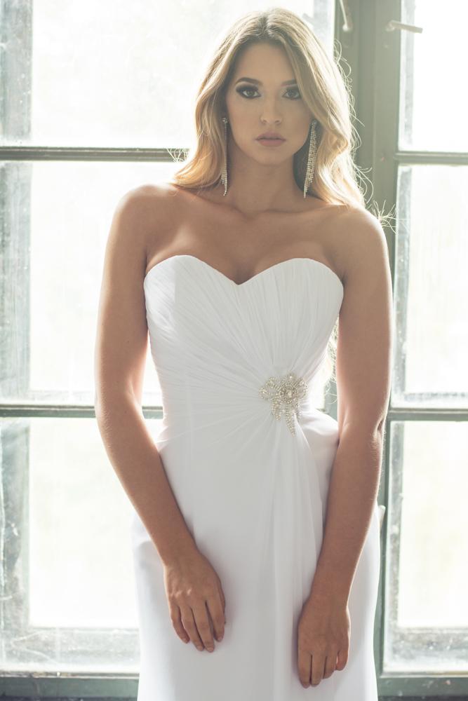 82765db4ac YEAR 2016; KATEGÓRIA Egyenes Szabású , Menyasszonyi Esküvői Ruha
